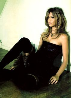 Ana Beatriz Barros for Elle UK Joan Jett, Hair Makeup, Poses, In This Moment, Formal, My Style, Beauty, Fashion, Brazil