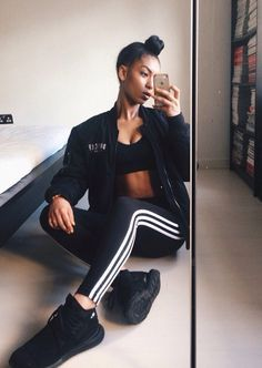 With the traditional three-stripe insignia and a sleek stretch fit* these adidas Originals leggings combine the best of classic and contemporary. Lit Outfits, Fashion Outfits, Striped Leggings Outfit, Adidas Originals Leggings, Adidas Outfit, Adidas Shoes, Dope Fashion, Sport Wear, Bun Hairstyles