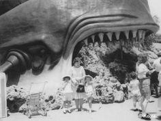 Vintage Disney Land. Creepy!