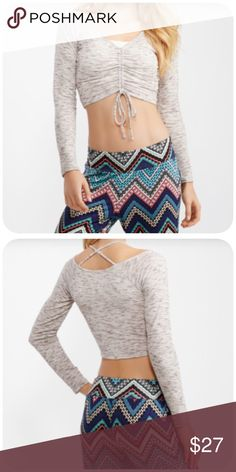 Yoga Crop Top⛹ Slim fit at 23 inches long. 93% polyester, 6% rayon, 1% spandex, machine wash/dry. Reviewed as true to size. I'm sorry but I don't trade. Tops Crop Tops