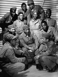 American Veterans, American Soldiers, Black History Facts, Black History Month, African American Artwork, Tuskegee Airmen, American Photo, Vintage Black Glamour, African American History