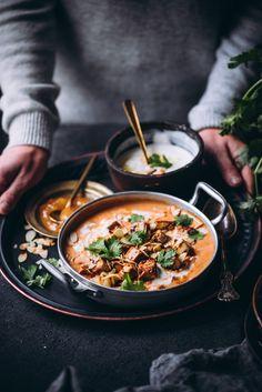 Tofu-kookoskorma (V, GF) – Viimeistä murua myöten Vegetarian Recipes, Healthy Recipes, Healthy Food, Healthy Eating, Recipes From Heaven, Tofu, Going Vegan, Chutney, Ramen
