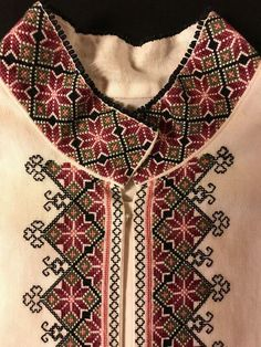 Skjorter til Øst Telemark Beltestakk Embroidery On Clothes, Modern Embroidery, Embroidery Stitches, Cross Stitch Borders, Cross Stitching, Salwar Kurta, Other Outfits, Men Sweater, Costumes