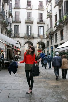 Natalie off duty in the streets of Barcelona