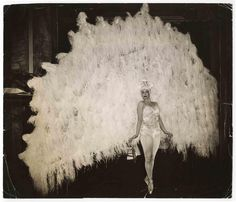 Dutch ballet dancer Marina Franca (b. poses on point in a peacock costume on April (Photo by Weegee (Arthur Fellig) / International Center of Photography / Getty Images) Lower East Side, Burlesque Vintage, Vintage Dance, Vintage Ballet, Vintage Circus, Weegee, Peacock Costume, Ziegfeld Follies, White Peacock
