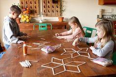 bricolage de Noël avec les enfants - des flocons de neige en bâtonnets de bois super originaux
