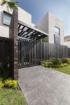 Cement Fence Cost Casa Sorteo Tec No By Arq Bernardo Hinojosa Architecture How To Build Wire Wooden Step Horizontal Wood Designs Modern Designmodern Ideas Cheap - Estate Residential Solid Wall Fencing Garden Modern Entrance, Modern Fence, Entrance Gates, Modern Gates, Modern Garage, House Gate Design, Modern House Design, Door Design, Gate Designs Modern