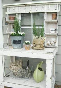63 Ideas for garden shed shabby chic potting tables Potting Station, Potting Tables, Sweet Home, Potting Sheds, Garden Structures, Deco Design, Garden Pots, Garden Sheds, Garden Benches