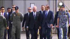 El primer ministro malasio visita la base que coordina la búsqueda del MH370