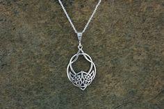 Keltische Wolf Halskette ~ Wolf Anhänger aus Sterling Silber ~ Wolf keltischer…