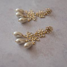 Sliced crystal and pearl statement earrings Simple Necklace Designs, Pearl Necklace Designs, Jewelry Design Earrings, Gold Earrings Designs, Gold Jewellery Design, Rose Gold Jewelry, Clay Jewelry, Pearl Jewelry, Jewelry Sets
