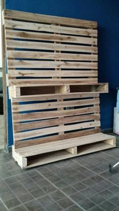 Want To Learn Woodworking? Diy Pallet Furniture, Diy Pallet Projects, Recycled Pallets, Wooden Pallets, Pallet Building, Pallet Tv Stands, Diy Tv Stand, Tv Unit Design, Pallet Creations
