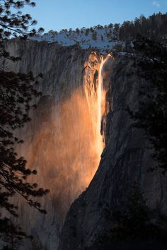 Discover the most beautiful waterfalls in the world. From glowing waterfalls in Yosemite to unique horizontal waterfalls. Beautiful Nature Scenes, Amazing Nature, Beautiful Places, Horsetail Falls, Beautiful Waterfalls, Landscape Pictures, Travel Inspiration, Nature Photography, Scenery
