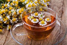 7 rastlín, ktoré vás postavia na nohy! Poslúžia vám ako prírodné antibiotiká - Akčné ženy Tea Before Bed, Drinks Before Bed, Chamomile Tea Benefits, Natural Remedies, Home Remedies, Health Benefits, Health Tips, Brain Connections, Menopause