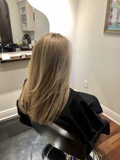 Blonde Hair Shades, Blonde Hair Looks, Brown Blonde Hair, Beach Blonde Hair, Blonde Hair Inspiration, Hair Inspo, Haircuts Straight Hair, Blonde Haircuts, Honey Hair