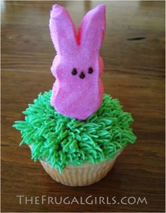Peeps Cupcakes make the CUTEST Easter Party Dessert!  They're so easy to make, and such a crowd pleaser!  Get step by step intructions here...