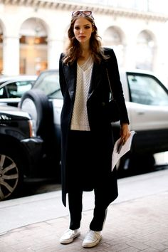 15 Best Model Street Style Snaps From Couture Fashion Week Love Fashion, Fashion Design, Fashion Trends, Net Fashion, Fashion Styles, Minimal Fashion, Fashion Ideas, Black And White Outfit, Black White