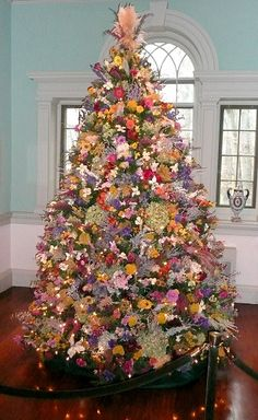 enchanted forest christmas tree ideas by martha stewart living editors weihnachtsb ume. Black Bedroom Furniture Sets. Home Design Ideas
