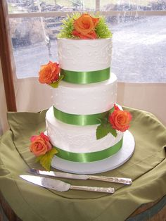 Green wedding cake by Your Sweet Expectations