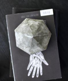 DIY Anleitung für einen Diamanten aus Beton. In deiner sisterMAG und auf dem AMM blog // DIY: concrete diamond by AMM blog