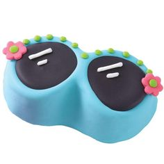 Summer Sunglasses Mini Cake - Have more fun in the sun with cool-looking summer sunglasses cakes. Bake them in our 6-Cavity Summer Cake Pan, and ice them with smooth poured buttercream icing. Fondant cutout flowers add a fun finishing touch.