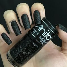 """If you're unfamiliar with nail trends and you hear the words """"coffin nails,"""" what comes to mind? It's not nails with coffins drawn on them. It's long nails with a square tip, and the look has. Matte Nails, Black Nails, Matte Black, Matte Makeup, Black Art, Perfect Nails, Gorgeous Nails, Glitter Toes, Black Glitter"""