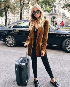 ✈️✈️✈️ MILAN finallyyy! hit me up ✨ ps. the @be_selfies magazine is finally out! Read more on my blog #360me