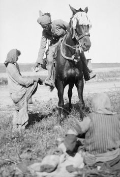 A Punjabi Muslim cavalryman from the British Indian Army hands rations to starving Christian women in Iraq during World War I Army History, Women In History, World War One, First World, Indiana, History Of India, British History, Ancient History, American History