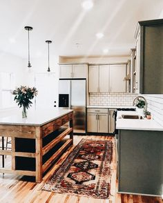 Love that island and rug