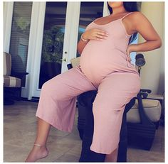 Casual Maternity Outfits, Maternity Jumpsuit, Stylish Maternity, Mom Outfits, Maternity Wear, Jumpsuit Outfit, Family Outfits, Beautiful Pregnancy, Pregnancy Looks