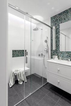 foorni.pl   Projekt: OIKOI #white #monochrome #simpleliving #bathroom undefined #with #green #bottlegreen #emerald #szmaragdowa #mozaika #w #lazience #prysznic Bathroom Interior Design, Interior Design, Indoor, Home, Small Bathroom Storage, Small Bathroom, Interior, Bathroom, Bathtub