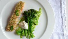 panko-salmon-broccolini Asparagus, Salmon, Chicken, Meat, Vegetables, Studs, Vegetable Recipes, Atlantic Salmon, Veggies