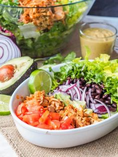 Vegan Southwest Salad with Jackfruit pulled pork. Even meat eaters won't be able to tell the difference! #vegan #vegetarian #jackfruit #southwest #salad Salad Dressing Recipes, Easy Salads, Healthy Salad Recipes, Vegetarian Recipes, Vegan Vegetarian, Avocado Lime Dressing, Avocado Salad, Avocado Pesto, Quinoa