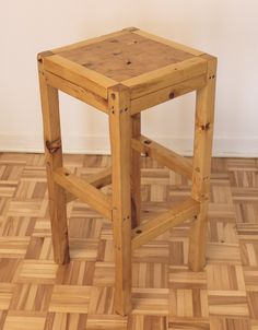 Comment faire un Tabouret de bar – EP04