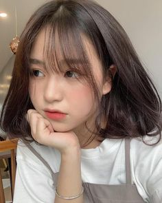 A beautiful girl in the newspaper Trung With Sexy Body - New Site Ulzzang Short Hair, Ulzzang Korean Girl, Cute Korean Girl, Ulzzang Hairstyle, Hairstyles With Bangs, Girl Hairstyles, Pelo Ulzzang, Korean Bangs, Korean Short Hairstyle