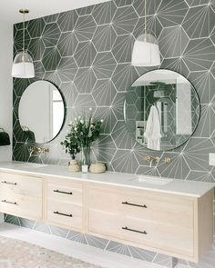 Vintage Interior Design How about a little bathroom inspiration to lead you right into the long weekend? This fantastic use of our split glass Haleigh pendants Skyline rug is courtesy of Design by photo by Farmhouse Bathroom Mirrors, Bathroom Mirror Design, Bathroom Interior Design, Decor Interior Design, Bathroom Modern, Bathroom Designs, Bathroom Ideas, Bathroom Makeovers, Small Bathroom