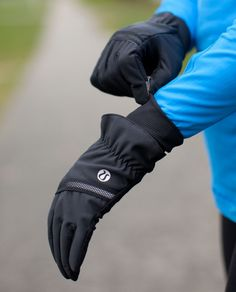 Love these gloves for winter dog walks or hanging out at the dog park. Lululemon Frisky Brisk Run Gloves. Running Workouts, Workout Gear, Workout Style, Running Gear, Wearable Technology, Super Mom, Outdoor Woman, Athletic Outfits, Outdoor Outfit