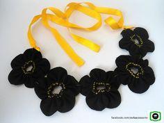 Colar de flores em fuxico aberto https://www.facebook.com/avilaacessorio