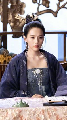 Costumes For Women, Female Costumes, Romance, Chinese Style, Traditional Chinese, Chinese Clothing, Hanfu, Character Inspiration, Novels