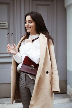 burgundy bag Camelia Roma, Burgundy Bag, My Outfit, Chloe, Shoulder Bag, Coat, Bags, Outfits, Fashion