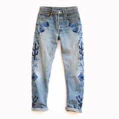 Face of the Desert Denim Combining elements of vintage Hollywood western wear with a modern color palette and design, The Face of the Desert Denim features chain stitch embroidery in shades of blue and navy on an authentic pair of vintage Levis. Embellished Jeans, Embroidered Jeans, All Jeans, Denim Jeans, Jeans Pants, Diy Vetement, Painted Jeans, Mode Style, Vintage Denim