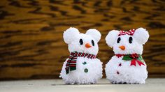 When I was growing up in Pittsburgh, there's nothing I loved to do more during the winter than build a snowman. Now that I live in Central Florida, I welcome ways to add a touch of wintery decor into my home or office. That's why I'm loving