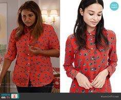 Mindy's red and blue floral print shirt on The Mindy Project.  Outfit Details: https://wornontv.net/57905/ #TheMindyProject