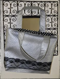 Tuto Photos Sac Skai et Dentelle Plus Sac Week End, Baroque, Bag Making, Louis Vuitton Damier, Gym Bag, Handbags, Tote Bag, Wallet, Purses