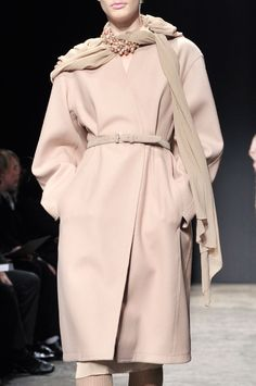 Donna Karan Fall 2011 Runway Pictures - StyleBistro