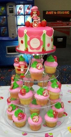 Strawberry Shortcake Cupcake Tower - cake by Kimberly Cerimele Cake Pops, Strawberry Shortcake Cupcake, Strawberry Cookies, Savoury Cake, Party Cakes, Let Them Eat Cake, Amazing Cakes, Cupcake Cakes, Fondant Cakes