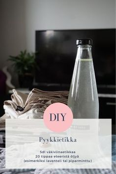 diy itsetehty pyykkietikka ohje eteerinen öljy Diy Christmas Presents, Very Merry Christmas, Christmas Diy, Bokashi, Natural Cosmetics, Diy Projects To Try, Clean House, Diy Beauty, Diy Gifts