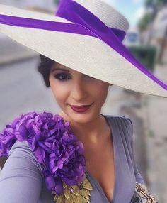 Buenas noches  #violeta #morado #lila #hombrera #pamela #invitada #invitadaperfecta #deboda #hombreras