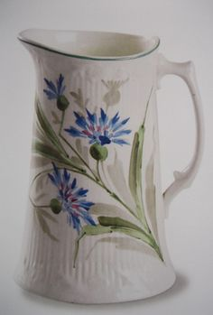 Arabia Finland Nice Jugs, Mugs And Jugs, Country House Design, Ceramic Pitcher, Blue And White China, China Mugs, Painted Doors, Pottery Vase, Scandinavian Design