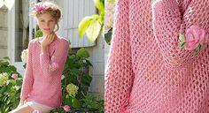 On craque pour ce tricot à trou-trous tricoté avec un fil de chanvre incrusté de paillettes discrètes. Des manches raglan pour le confort et une bordure au crochet à l' encolure pour le ...
